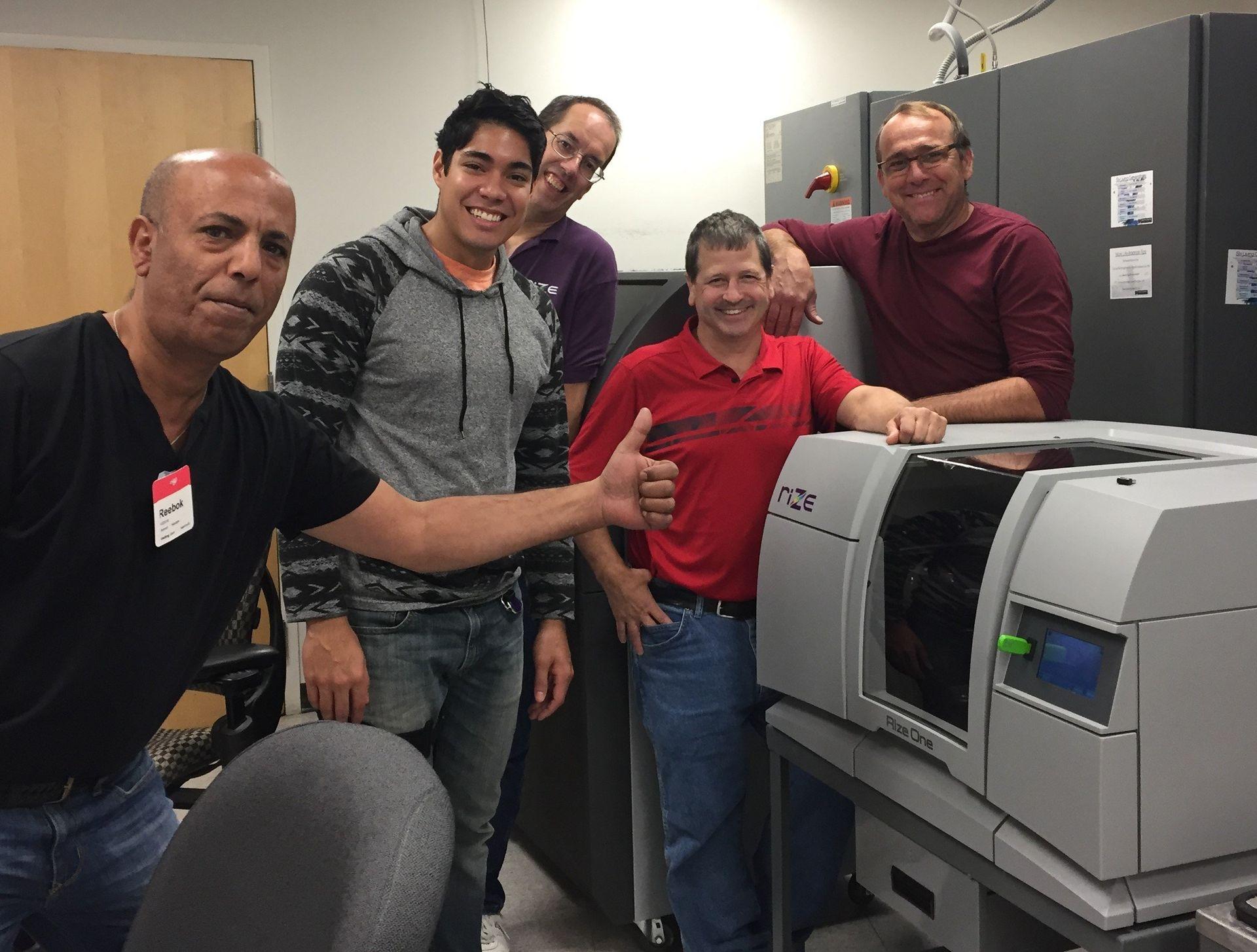 Команда Rize с 3D-принтером Rize One
