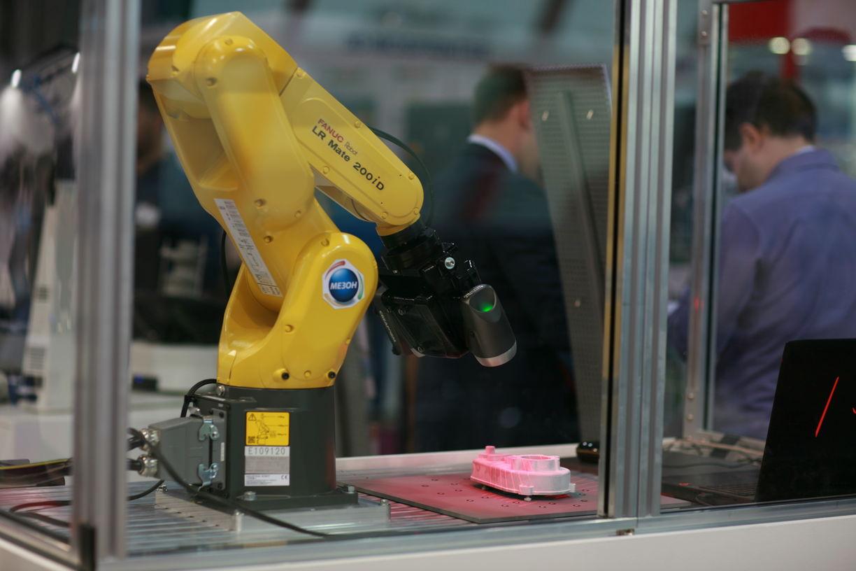 Автоматизированная система контроля качества: 3D-сканер и робот