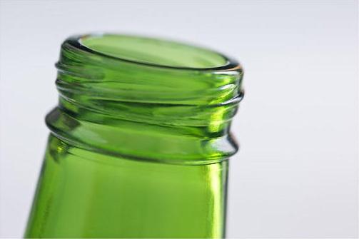 Стереолитографический 3D-принтер 3D Systems использовался для печати моделей бутылок