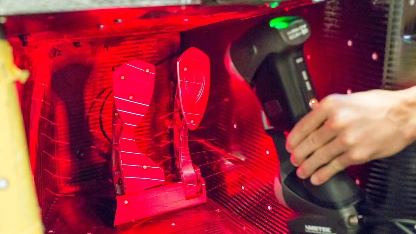 Сканирование автомобиля с помощью ручного 3D сканера HandySCAN