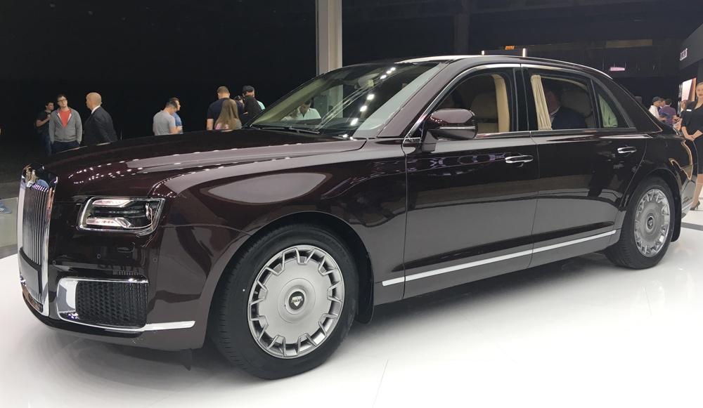 Автомобиль Аурус на Московском автосалоне 2018