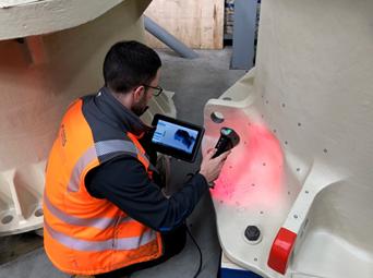 Ручной 3D-сканер Creaform в работе