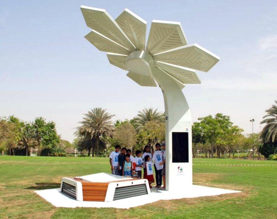 «Умные пальмы» с солнечными панелями